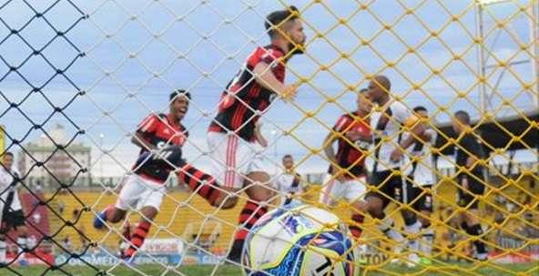 Resultado de imagem para Fla vence Vasco com gol de Diego, encerra jejum e pega Flu na final