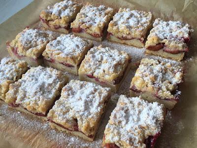Ciasto ze śliwkami i cukrem pudrem