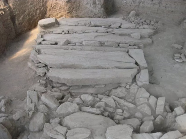 Large chamber tomb with multiple burials revealed in Mycenaean settlement at Dimini