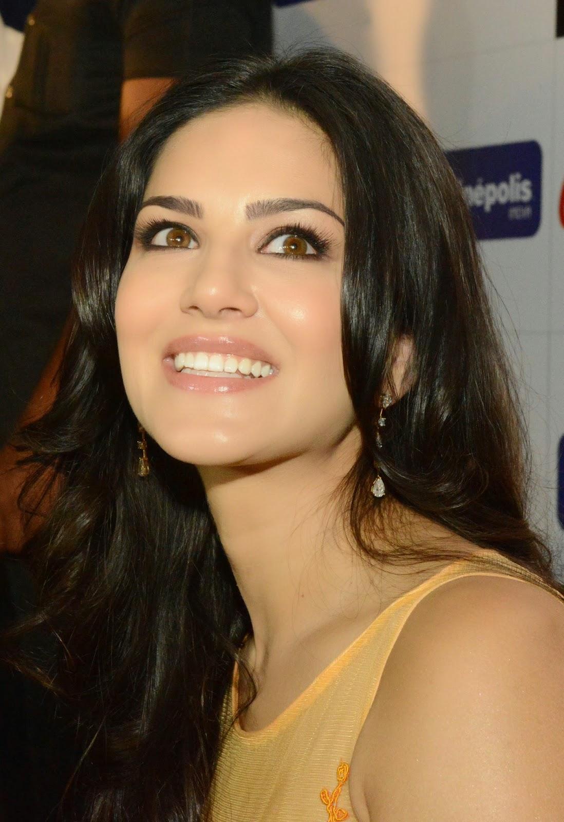 Sunny Leone Promotes