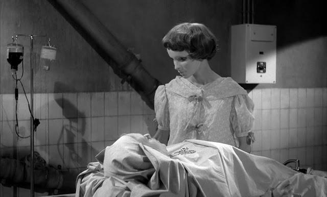 Christiane di film Eyes Without a Face (1960) sebetulnya tidak bahagia melihat banyak wanita tewas agar wajahnya kembali seperti semula