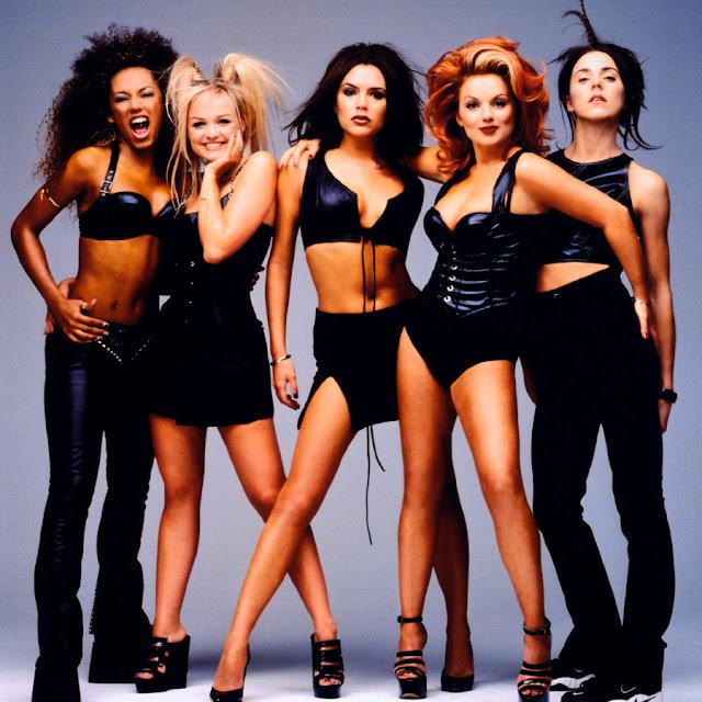 """Ex integrante de las Spice Girls piensa que Victoria Beckham es una """"perra""""."""