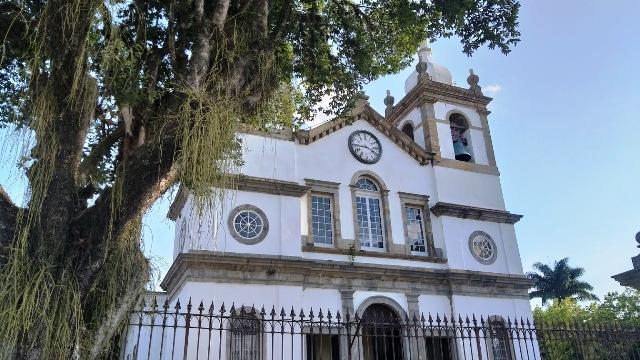 10 motivos para visitar Vassouras. A bela igreja é uma delas