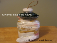 https://translate.google.es/translate?hl=es&sl=en&tl=es&u=http%3A%2F%2Fwww.diymaven.com%2F2008%2F11%2F26%2Fhow-to-make-a-plastic-bag-keeper%2F