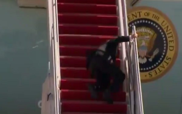 Biden stumbles on Air Force One stairs