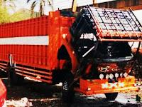 Sementara Diperbaiki Mobil Truk Fuso 10 Roda Tiba-Tiba Terbakar di Siloro, Bungoro