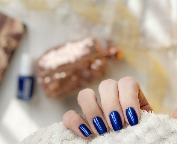 Essie-Aruba-Blue-nails
