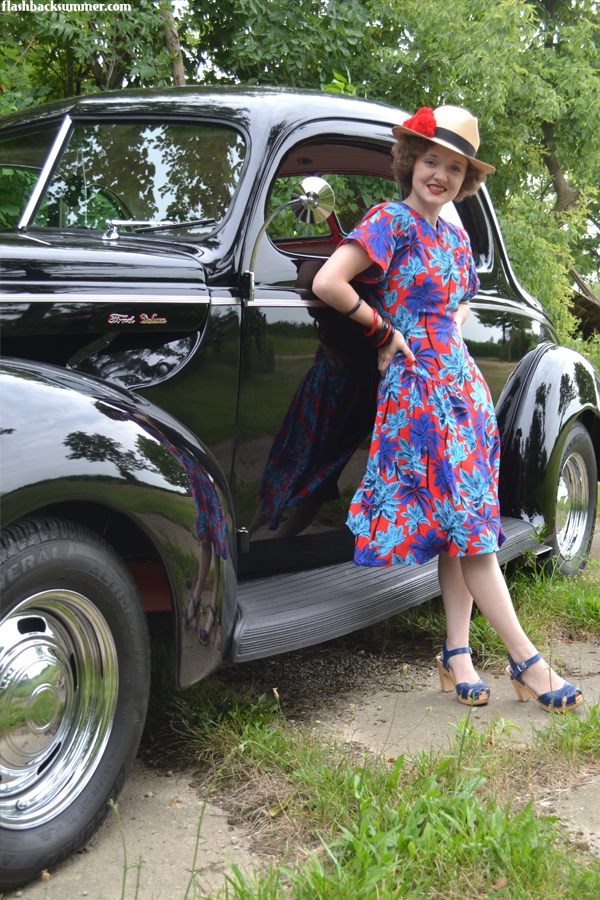 Flashback Summer: 1940s Ford & Floral Dress