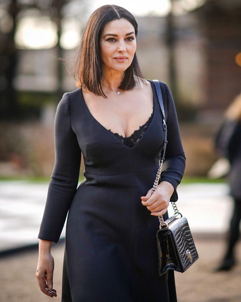 Model cantik dan seksi dari Italia manis dan hot