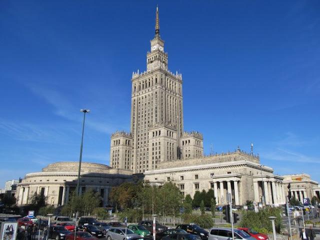 O arranha-céu de Stalin em Varsóvia hoje