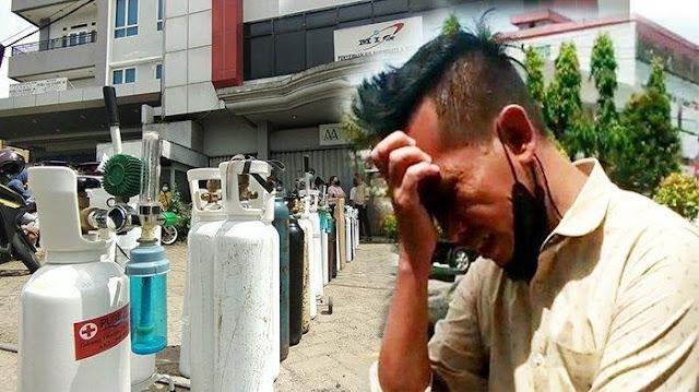 Sedang Antre Oksigen, Pria Ini Menangis Dengar Kabar Ibundanya Sudah Meninggal