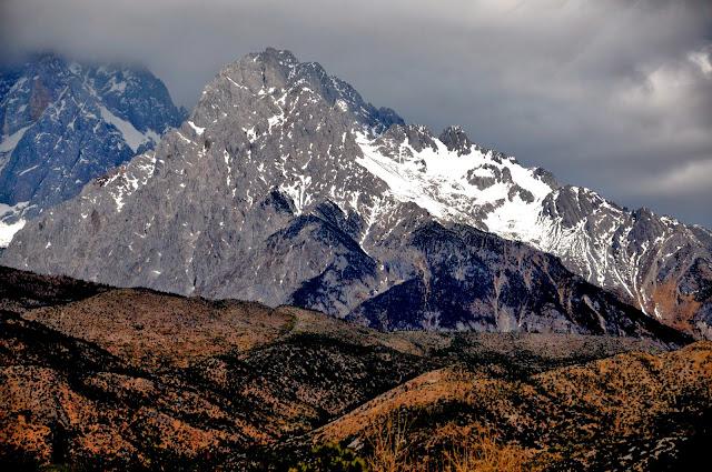 Resultado de imagem para Montanhas do Dragão de Jade
