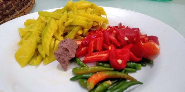 Sambal Belacan Buah Bacang, sambal belacan buah kuinin, sambal belacan paling sedap, resipi sambal belacan buah macang, sambal belacan mudah dan sedap