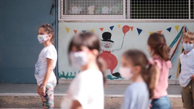 Γιατί πολλαπλασιάζονται τα κρούσματα κορωνοϊού στα παιδιά;  Τι απαντούν οι ειδικοί