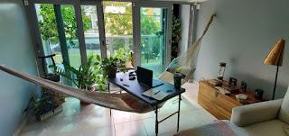 Ufficio in casa con amaca immagine
