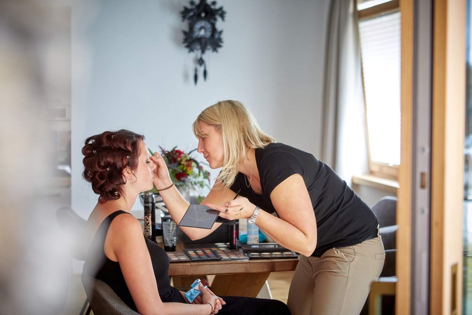 Getting ready, Brautstyling by Alpenkosmetik Stitz, Berghochzeit in Tirol, Mountain wedding, Pure Resort Pitztal, Fotograf Marc Gilsdorf Alpenwedding, Hochzeitsplaneragentur 4 weddings & events, Uschi Glas, Styled Shooting, Destination Wedding Austria, Brautmodell Jessica Eppich