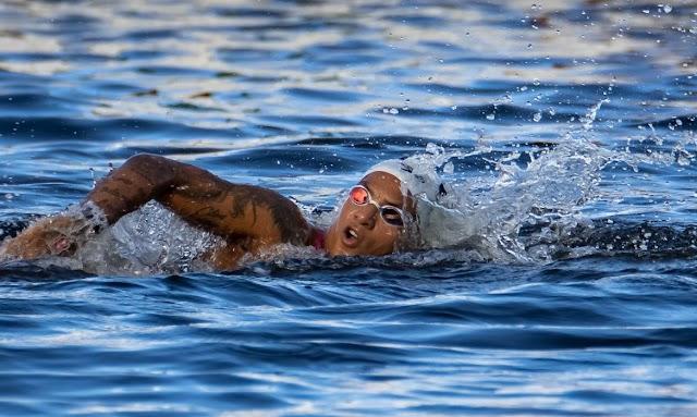 Ana Marcela Cunha é ouro na maratona aquática das Olimpíadas