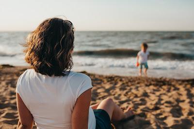 Autoconocimiento. Gestionar emociones. Desarrollo emocional para padres. (Foto de Xavier Mouton - Unsplash)