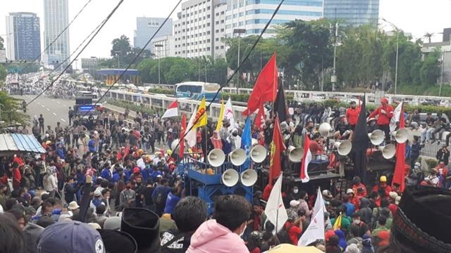 Massa FPI cs  dan Buruh: Tolak RUU yang Sengsarakan Rakyat!