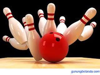 Apakah Ada 10 Pin di Permainan Bowling - Olah Raga Tangan