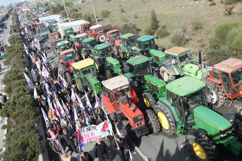 ΕΚΤΑΚΤΗ ΑΠΟΦΑΣΗ! Κλείνουν το Σύνταγμα οι αγρότες...