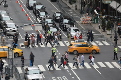 NY Lawmakers Want To Make Texting & Crossing The Street Illegal