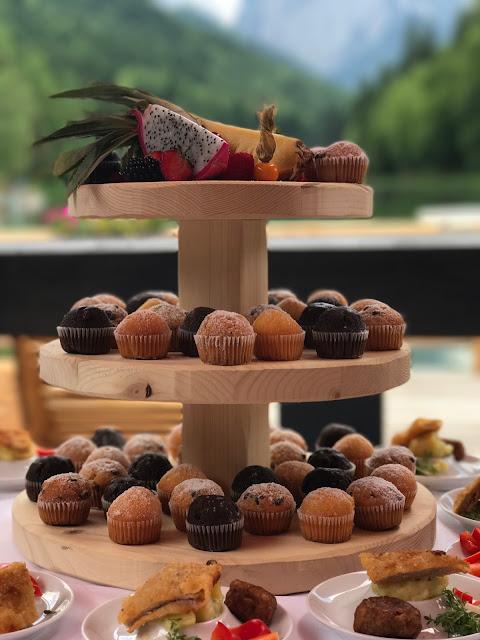 Mini Muffins Fingerfood, Hochzeit in Apfelgrün und Weiß im Riessersee Hotel Garmisch-Partenkirchen, Hochzeitshotel in Bayern, heiraten in den Bergen am See