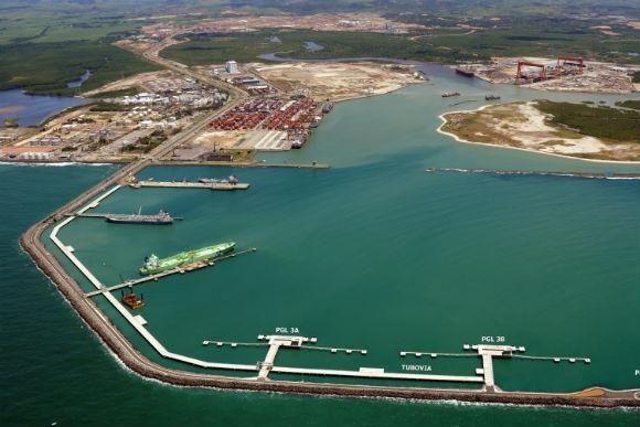 Porto de Suape restaura a profundidade original de nove berços de atracação