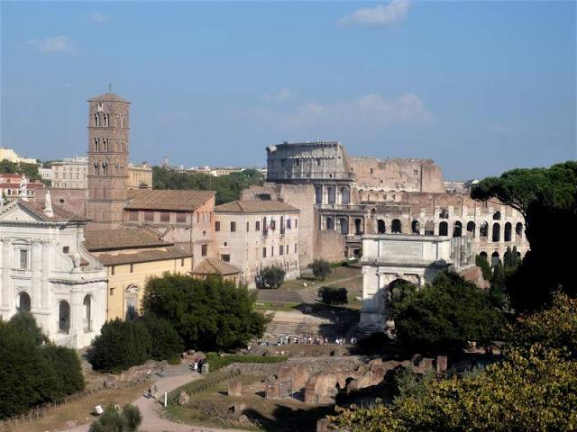 fori romani e colosseo a roma