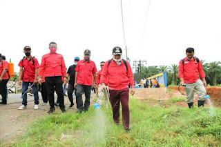 Bupati Batu Bara Pimpin Gotong Royong Semprot Badan Jalan