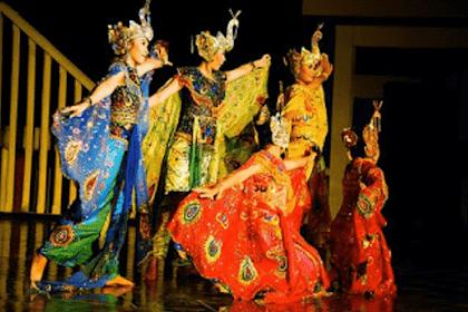 Tari Merak Tarian Tradisional Berasal Dari Daerah Pasundan Jawa Barat