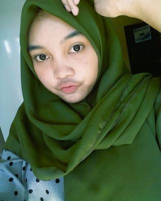 Cewek jilbab bibir seksi noyong kumis tipis