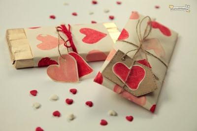 Papel con decoracion de corazones