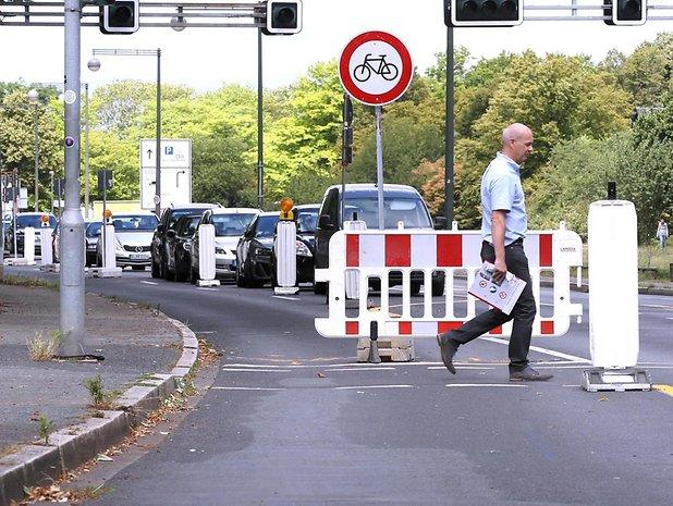 https://www.express.de/duesseldorf/neues-vom-duesseldorfer-pop-up-radweg-mal-ehrlich----verstehen-sie-das--36942540?originalReferrer=