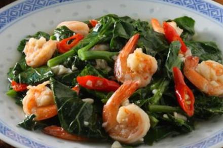 Membuat Hidangan Kailan Tumis Udang Yang Lezat Untuk Makan Siang Keluarga Tercinta