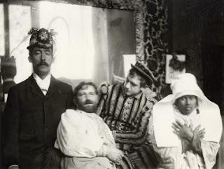 "Mucha avec Gauguin accompagné de sa ""javanaise"""