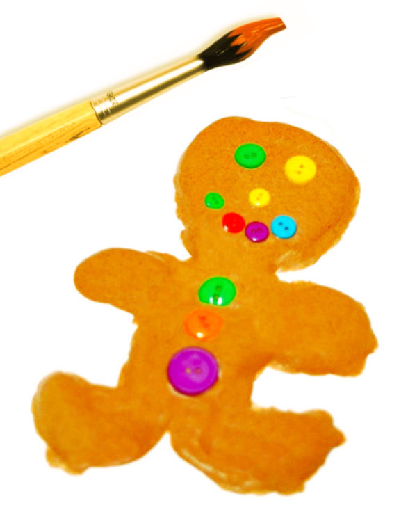 Bring holiday works of art to life with this easy to make gingerbread paint recipe for kids! #gingerbread #gingerbreadmancrafts #gingerbreadpainting #gingerbreadpaint #christmascraftsforkids #growingajeweledrose #activitiesforkids