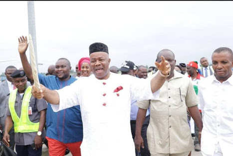 PHOTOS: Akpabio Pulls Massive Crowd As He Decamps To APC