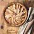 Crostata con pasta frolla al farro con albicocche e mele