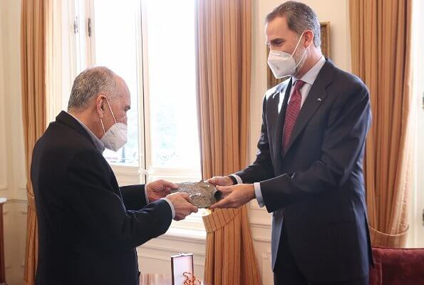 The King presented the Miguel de Cervantes Prize to Joan Margarit at Albeniz Palace