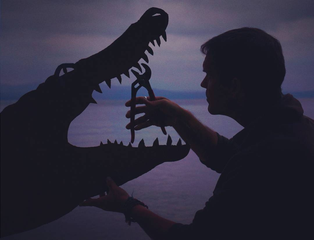 11-Crocodile-Dentist-John-Marshall-Sunset-Selfie-Photographs-with-Cardboard-Cutouts-www-designstack-co