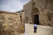 Penjajah Israel Hancurkan Tangga Bersejarah Menuju Masjid Al-Aqsa
