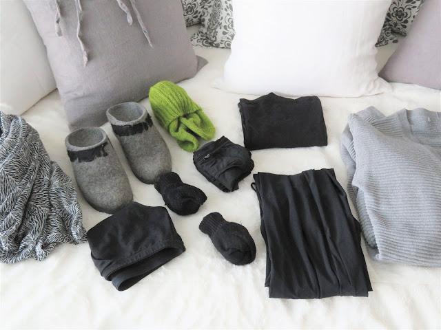 Omat kotiutumisvaatteet ja villasukat sekä tohvelit sairaalassa oloa varten