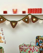 http://www.letsknit.co.uk/free-knitting-patterns/christmas-bunting