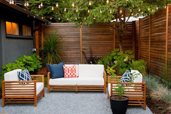 Horizontal Fence Ideas for great backyard landscaping