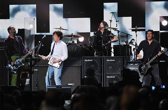 Concert historique : Paul McCartney et les musiciens de Nirvana