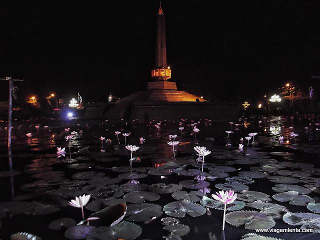Praça em frente à prefeitura de Malang