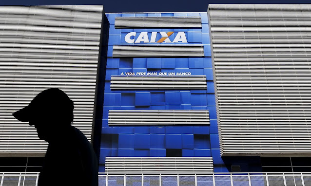 Beneficiários do Bolsa Família começam a receber auxílio emergencial