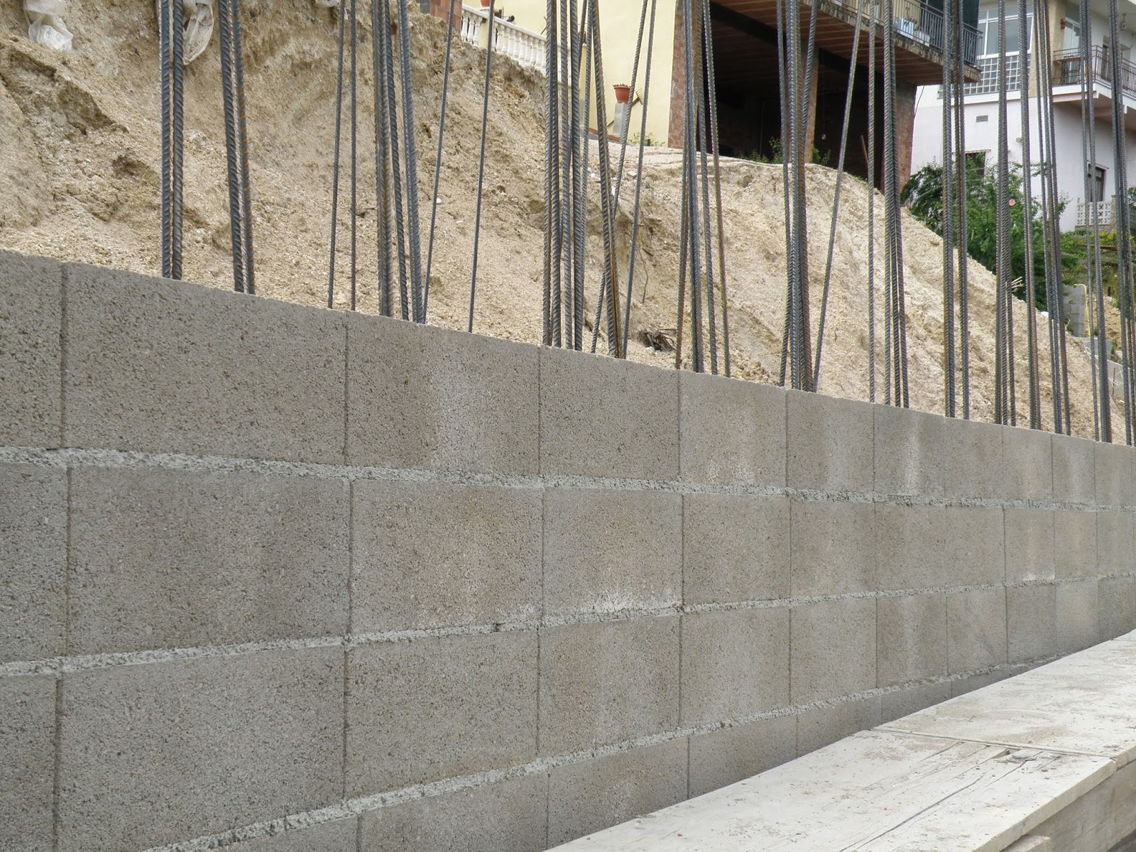 Remiendos anticrisis muro de bloques 230 euros m2 - Muro de bloques ...