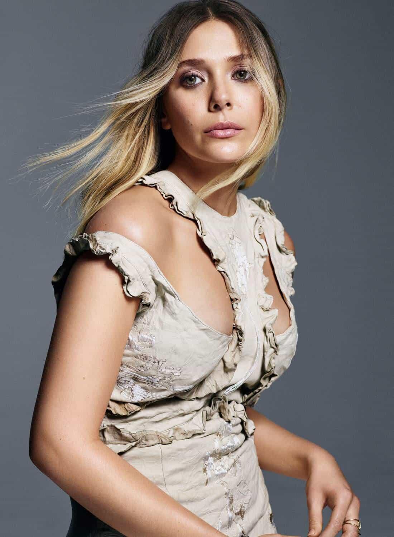 Elizabeth Olsen Sexy Photos: Hot Navel & Cleavage Show